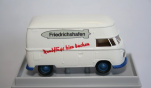 932158 Brekina VOLKSWAGEN VW T1 GROSSRAUM KASTEN FRIEDRICHSHAFEN 2016